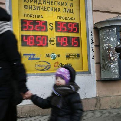 Kreditvärderingsinstitutet Moody's sänkte Rysslands kreditbetyg den 17 oktober 2014.