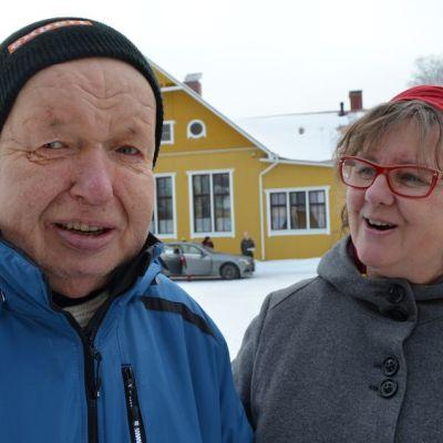 Jorma Vähätalo on asunut kehitysvammaisten asumisyksikkö Koivukodissa pari vuosikymmentä. Toiminnanjohtaja Anna Vairio kehuu Jormaa ulkoilmaihmiseksi.