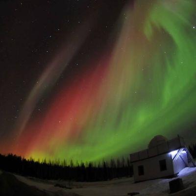 Taivaalla näkyy himmeänä pisteenä tähti 47 Ursae Majoris, jolle Sirius ehdottaa nimeksi Päivä.