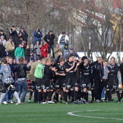FC Lahden cup-otelussa yleisö oli lähellä pelaajia.