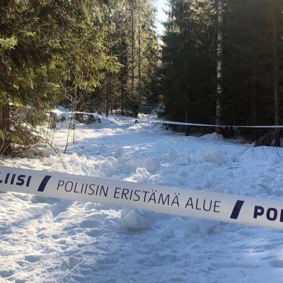 Poliisin eristämä alue Parkanossa