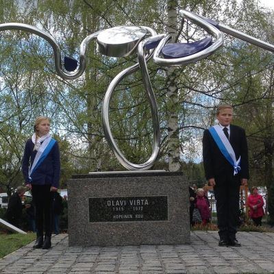 Olavi Virta -muistomerkki julkistettiin Sysmässä