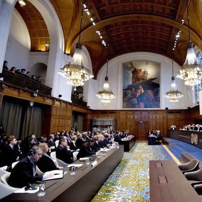 Kansainvälisen tuomioistuimen istunto.