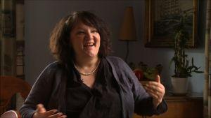 Författaren Monika Fagerholm uppmanar att skriva ärligt och lita på känslan.