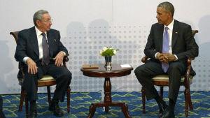 Obama och Castro i Panama den 1 april 2015.