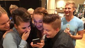 Saara Aalto ja kannustusjoukot The X Factorin kulisseissa