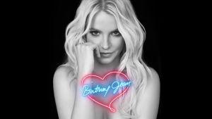 Britney tittar in i kameran