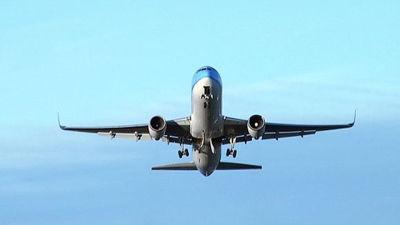 Flygplan stortade in i bostadsomrade