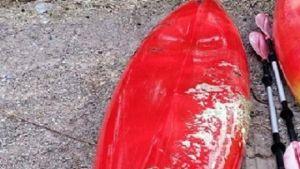 Kanot nedkletad med alger