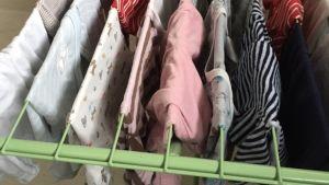 Babykläder till Morialägret.
