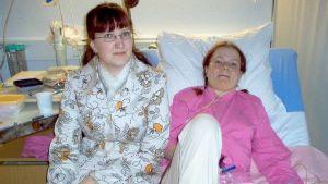 Niina Koski ja Laura Pukkila nuoruuskuvassa.