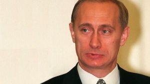 Venäjän turvallisuuspalvelun päällikkö Vladimir Putin (1998)