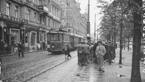Gatubild från Helsingfors i juli 1934.