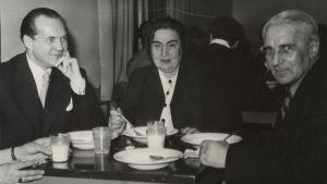 Walentin Chorell, Helle Hellberg och Gunnar Björling på uppläsningsturné i norra Österbotten.