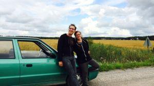 Dansarna och filmarna Marlene Millar och Philip Szporer trivs i det österbottninska landskapet.