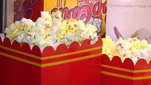 popcornsförpackningar i närbild.