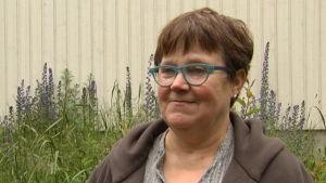 Lena Huldén, insektforskare från Helsingfors universitet.