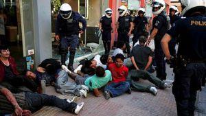 Polisen griper muslimer i Aten