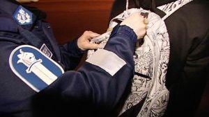 Polis undersöker väska
