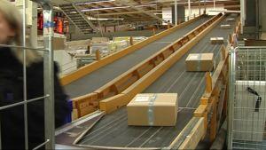 Julpaket sorteras i posten