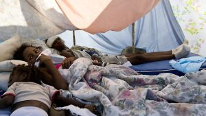 Skadade barn i tält i Port-au-Prince