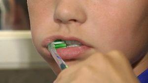 WHO rekommenderar tandborstning två gånger om dagen