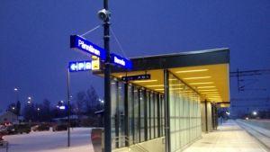 Den förnyade perrongen på Bennäs station