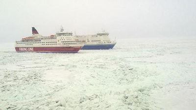 Viking Line och Finnfellow utanför Sveriges kust