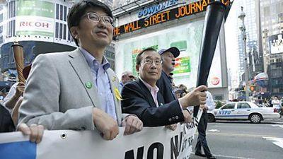 Demonstration mot kärnvapen i NY. Borgmästarna för hiroshima Tadatoshi Akiba