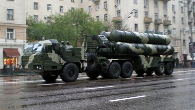 Mobil lavett för S-400-missiler i Moskva.