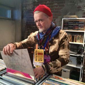 Flow-pappa koluaa levykauppoja