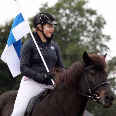 Marleena Mönkäre ja ratsunsa Svarta-Skotta frá Hala.
