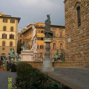 Professori Outi Merisalon mielinäkyminä Firenzessä - Piazza della Signoria