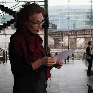 Säveltäjä Kaija Saariaho pitää Suomen säveltäjien puheenvuoron Kantapöydässä 1.4.2015.