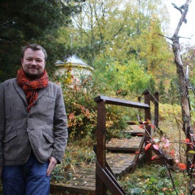 Olli Muurainen i hans arboretum i Karislojo.