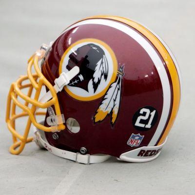 Washington Redskins -joukkueen kypärä.