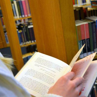 Elämänhallinnan oppaita Turun kaupunginkirjastossa