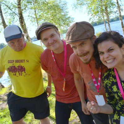 Nadja Mikkonen haastatteli Steve'n'Seagullsia