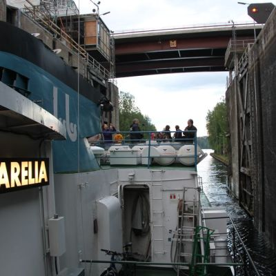 Laiva Saimaan kanavassa