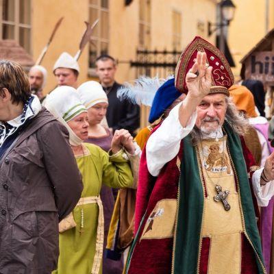 Keskiaikaiset markkinat valtaavat Turun myös kesäkuussa 2015.