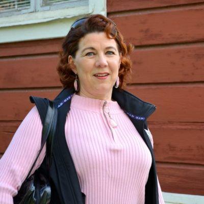 Matkaopas Marjut Väihkönen ihailee Kuusiluodon puutaloaluetta ja sen rauhallista tunnelmaa.