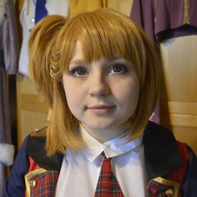 Anette Pitkänen harrastaa cosplayta, meikit naamassa