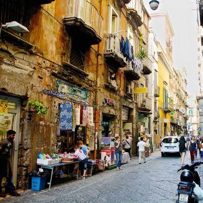 Katunäkymä Napolista.