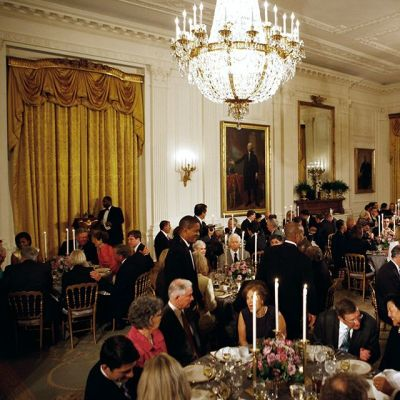 Presidentti Barack Obaman isännöimä illallinen Valkoisen talon East Room -salissa vuonna 2011.