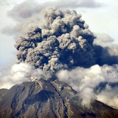 Calbuco-tulivuori purkautuu.