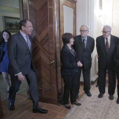 Venäjän ulkoministeri Sergei Lavrov tapasi The Elders -ryhmän jäseniä tiistaina 28. huhtikuuta.