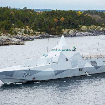 Ruotsalainen korvetti HMS Visby osallistui etsintöihin Tukholman saaristossa sunnuntaina.