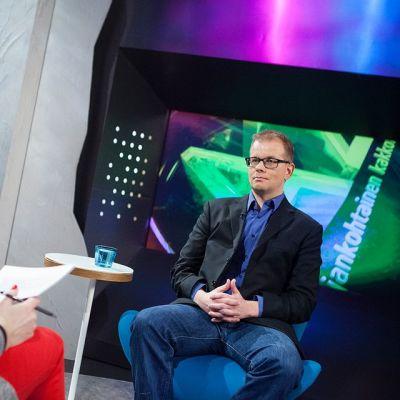 Koulu-uhkauksia ja vihapuhetta tutkinut professori Pekka Räsänen Ajankohtaisen kakkosen studiovieraana.