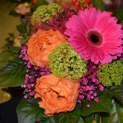 Värikäs Naisten päivän kukkakimppu