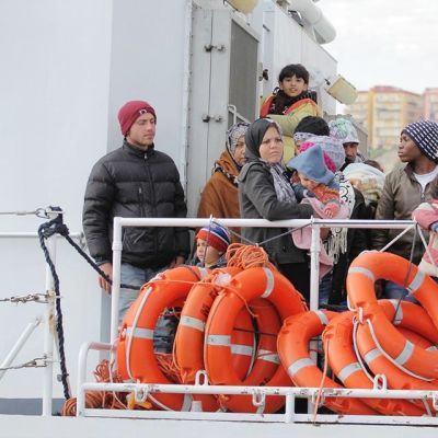 Pelastettuja maahanmuuttajia Sisiliassa.